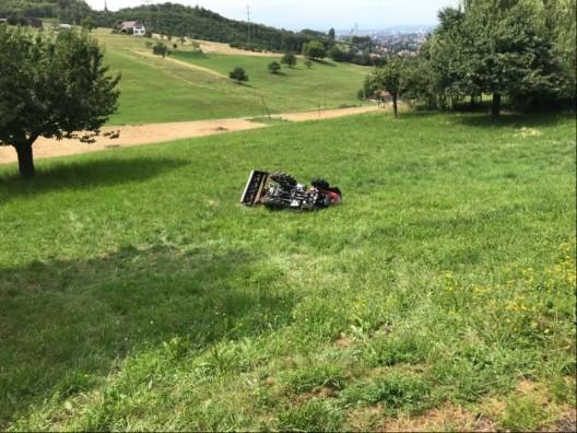 Muttenz BL: Traktor überschlägt sich - Landwirt (76†) stirbt im Spital