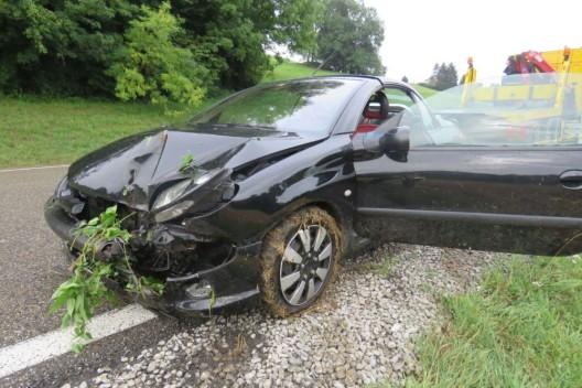 Densbüren AG: Automobilistin (55) kommt von der Strasse ab - wird verletzt