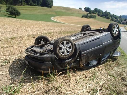 Egliswil AG: Auto überschlägt sich – unbekannter Lenker und Zeugen gesucht