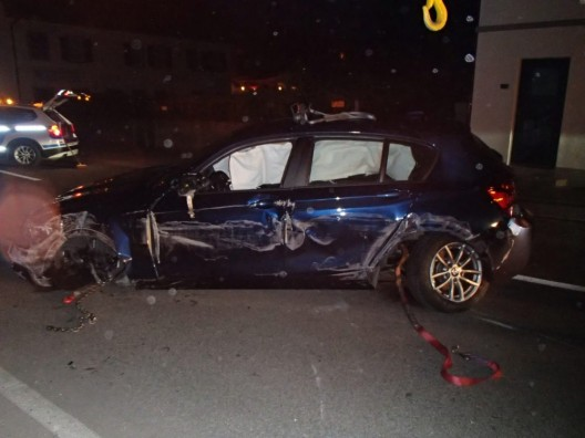 Niederlenz AG: Alkoholisierter 21-jähriger Neulenker verunfallt - Totalschaden
