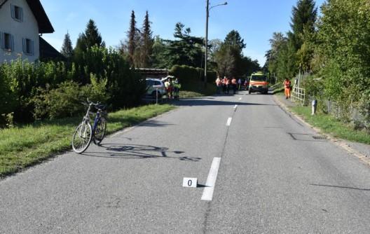 Ottenbach ZH: 55-jähriger Fahrradfahrer nach Sturz verletzt