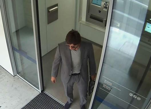 Zürich ZH (Kreis 2): ZKB-Filiale überfallen – dringende Fahndung nach dem Täter
