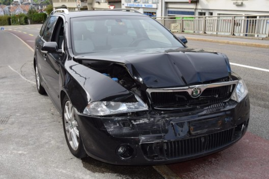 Herisau AR: Auffahrunfall zwischen zwei PWs - Fahrzeuginsassen blieben unverletzt
