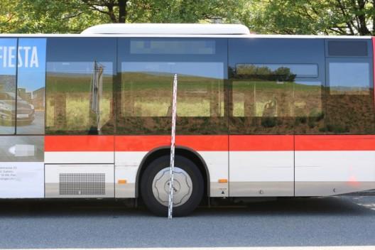 St.Gallen SG: Stadtbus stösst mit Auto zusammen – Zeugen werden gesucht