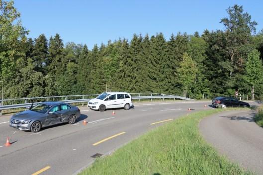 St.Gallen SG: 19-jähriger Lenker prallt in zwei entgegenkommende Fahrzeuge