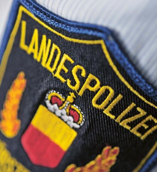 Schaan (FL): Lieferwagen prallt in stehenden Personenwagen