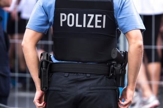 17-Jähriger schlägt und würgt Polizisten