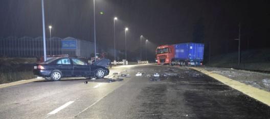 Kaisten AG: Autofahrerin prallt in Suizidabsicht frontal in LKW und flüchtet