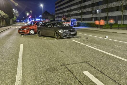 Schlieren ZH: Autolenker (19) prallt in anderes Auto – Lenker (33) leicht verletzt