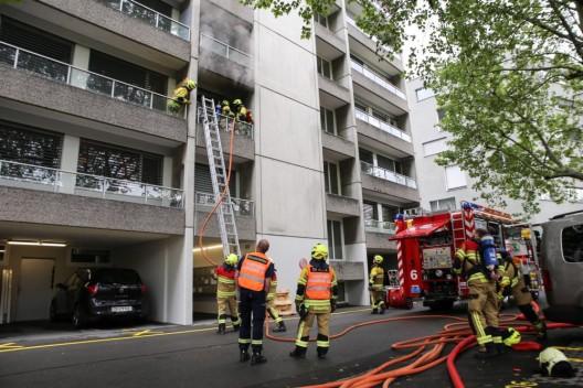 Zug ZG: Schwelbrand in Wohnung mit starker Rauchentwicklung