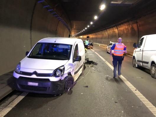 La Neuveville BE / A5: Mann, Frau und Kind bei Unfall leicht verletzt
