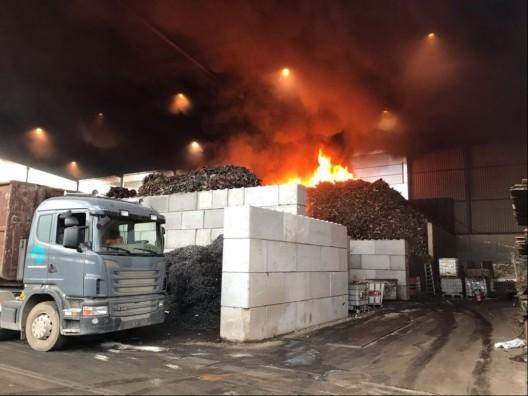 Pratteln BL: Brand beim Schreddern in Recyclinganlage