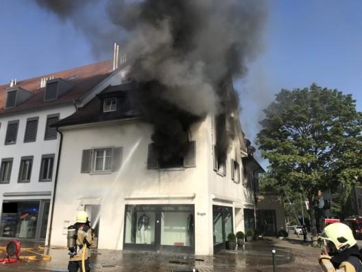 Arlesheim BL: Brennendes Bügeleisen führt zu Wohnungsbrand – Frau leicht verletzt