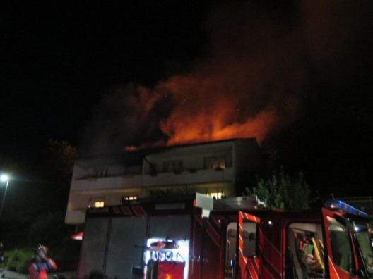 Oberwil BL: Brandausbruch in Doppeleinfamilienhaus