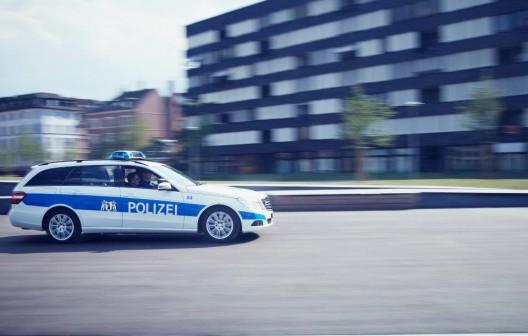 Basel BS: Fahrzeuglenkerin fährt nach Streifkollision davon - Zeugenaufruf