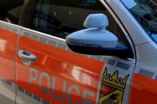 Allmendingen BE / A6: Auffahrkollision zwischen drei Autos - zwei Verletzte
