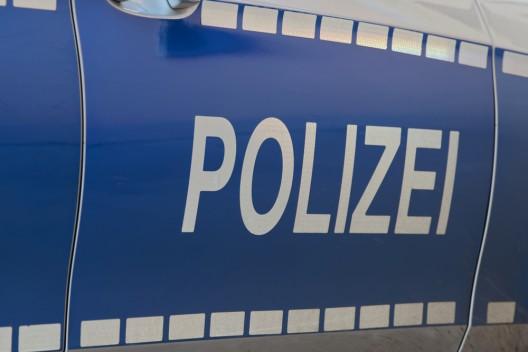 Flucht vor Polizei – 23-Jähriger springt aus dem Fenster und attackiert Polizistin