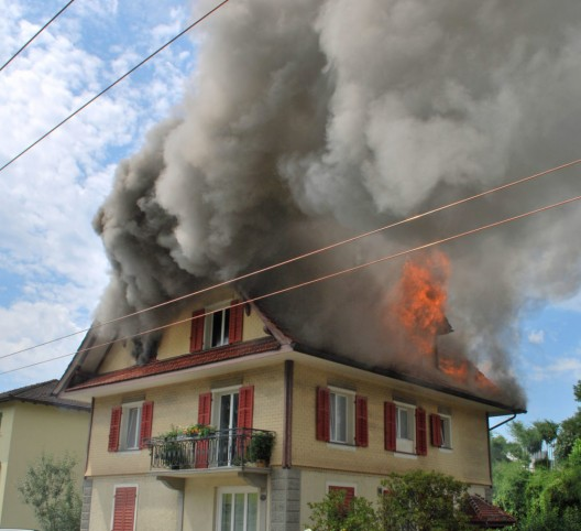 Ebikon LU: Brand eines Wohnhauses – drei Personen leicht verletzt