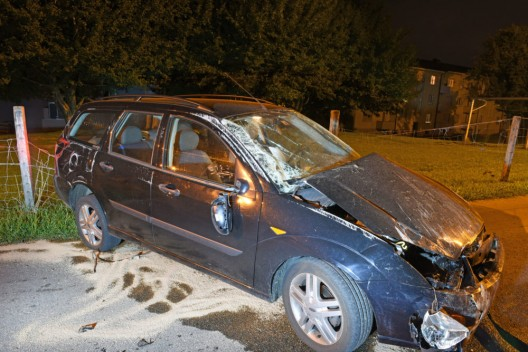 Triengen LU: Angetrunkene Autofahrerin verursacht heftigen Selbstunfall