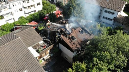 Zug ZG: Wohnhaus nach Brand unbewohnbar - Rentnerin festgenommen