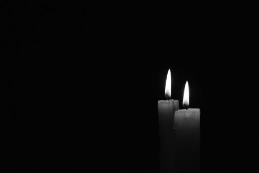 Ehepaar bei Brand in MFH ums Leben gekommen – Brandstifter werden gesucht