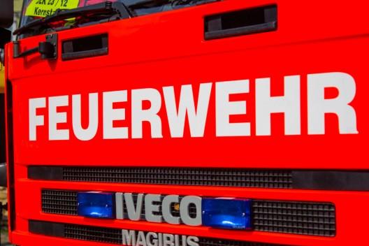 LKW-Anhänger mit 5.000 Liter Bier auf der Autobahn in Brand geraten