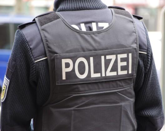 Tödliche Messerattacke – Festnahmen – Zeugen werden gesucht