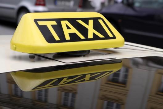 Frau bleibt Taxifahrer 568 Euro für Fahrt schuldig