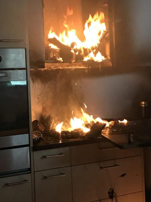 Teufenthal AG: Brand in Mehrfamilienhaus - beträchtlicher Schaden