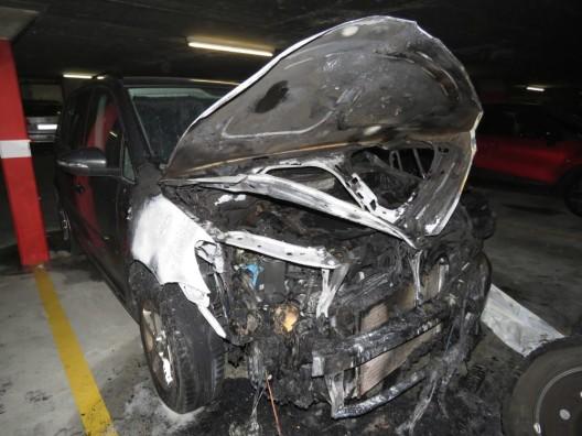 Niederrohrdorf AG: Parkiertes Auto brannte in Tiefgarage - beträchtlicher Schaden
