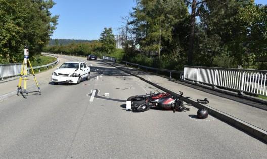 Lindau ZH: Kollision zwischen PW und Motorrad fordert zwei Verletzte