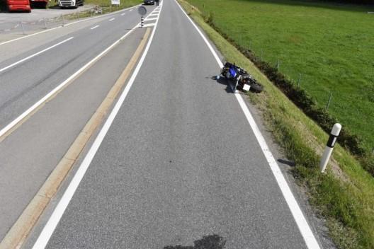 Landquart GR: Streifkollision zwischen Motorrad und Auto - 57-Jähriger verletzt
