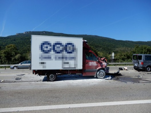 Kestenholz SO / A1: Drei Fahrzeuge in Auffahrkollision involviert