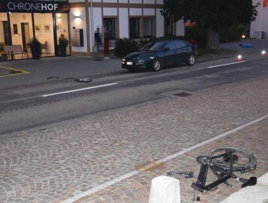 Schnottwil SO: E-Bike-Lenker mit Auto kollidiert und schwer verletzt