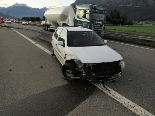 Benken SG: Kontrollverlust über Fahrzeug wegen eines defekten Hinterreifens