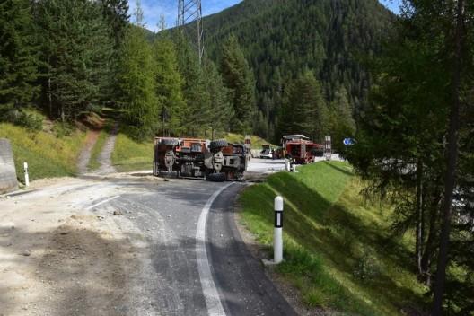 Davos Wiesen GR: Lastwagen umgekippt – Kantonspolizei Graubünden sucht Zeugen