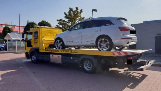 Fahren ohne Führerschein - Polizei zieht Audi Q7 eines unbelehrbaren Fahrers ein