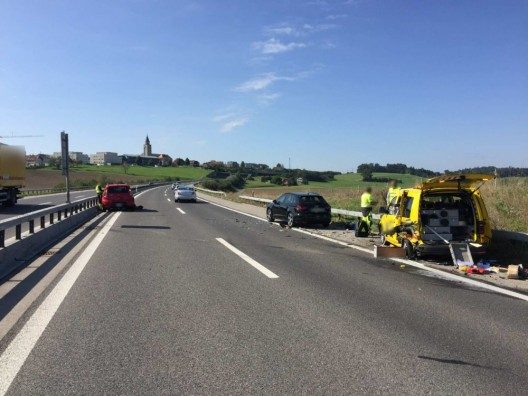 Wünnewil FR: Zwei verletzte Personen bei einem Verkehrsunfall auf der A12