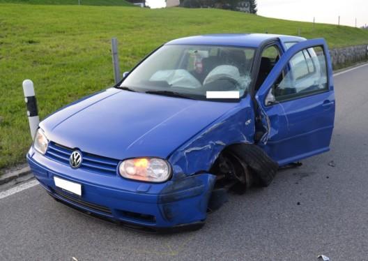 Urnäsch AR: PW-Lenkerin (22) bei Kollision mit Personenwagen verletzt
