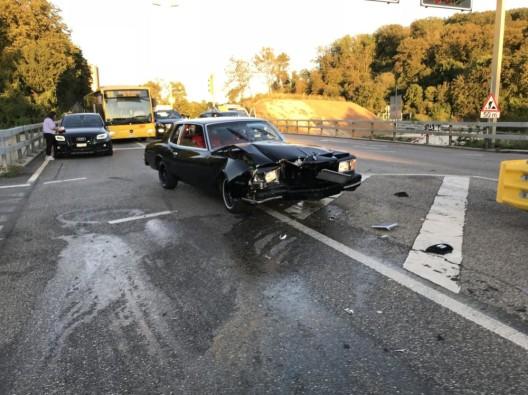 Muttenz BL: Autofahrer übersieht Rotlicht der Lichtsignalanlage – niemand verletzt