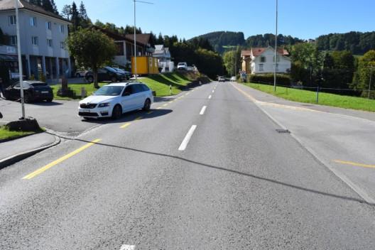 Grub AR: 20-jähriger Autolenker kollidiert beim Linksabbiegen mit PW
