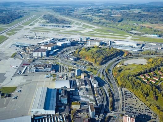 Zürich-Flughafen ZH: Mutmasslich Drogenkurierin (Brasilianerin) festgenommen