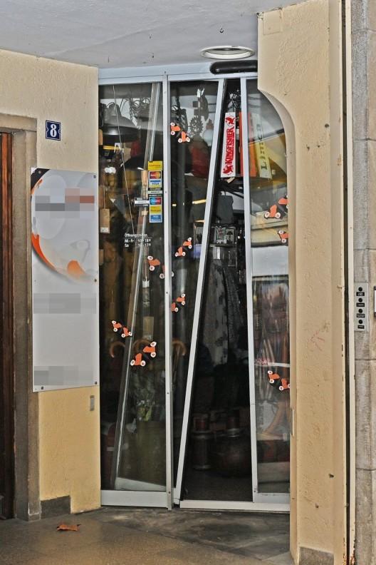 Schaffhausen SH: Einbruchdiebstahl in zwei Verkaufsgeschäfte - Zeugen gesucht