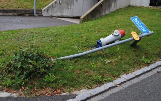 Dörflingen SH: Mit Strassentafel und Hydranten kollidiert – Zeugenaufruf