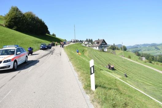 Hemberg SG: Frontalkollision zwischen Motorrad und Auto - Rega-Einsatz