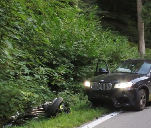 Glashütten/Murgenthal AG: Motorradlenker (†18) auf der Unfallstelle verstorben
