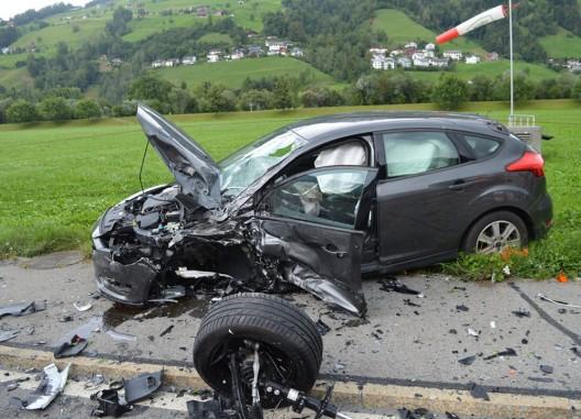 Oberdorf NW: Personen trotz heftiger Kollision nur leicht verletzt