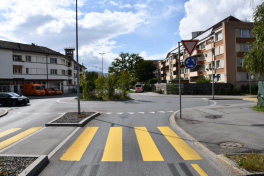 Chur GR: Fahrradfahrer (89) verletzt sich bei Kollision mit Personenwagen
