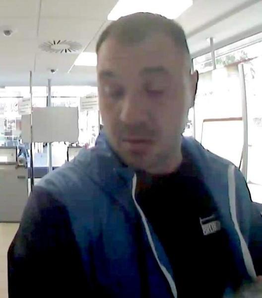 Geldautomaten manipuliert (Cash-Trapping) - Wer erkennt diese Person?