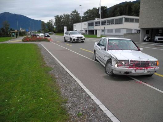 Buttikon SZ: Kollision mit Hydranten – Velofahrer und Zeugen gesucht